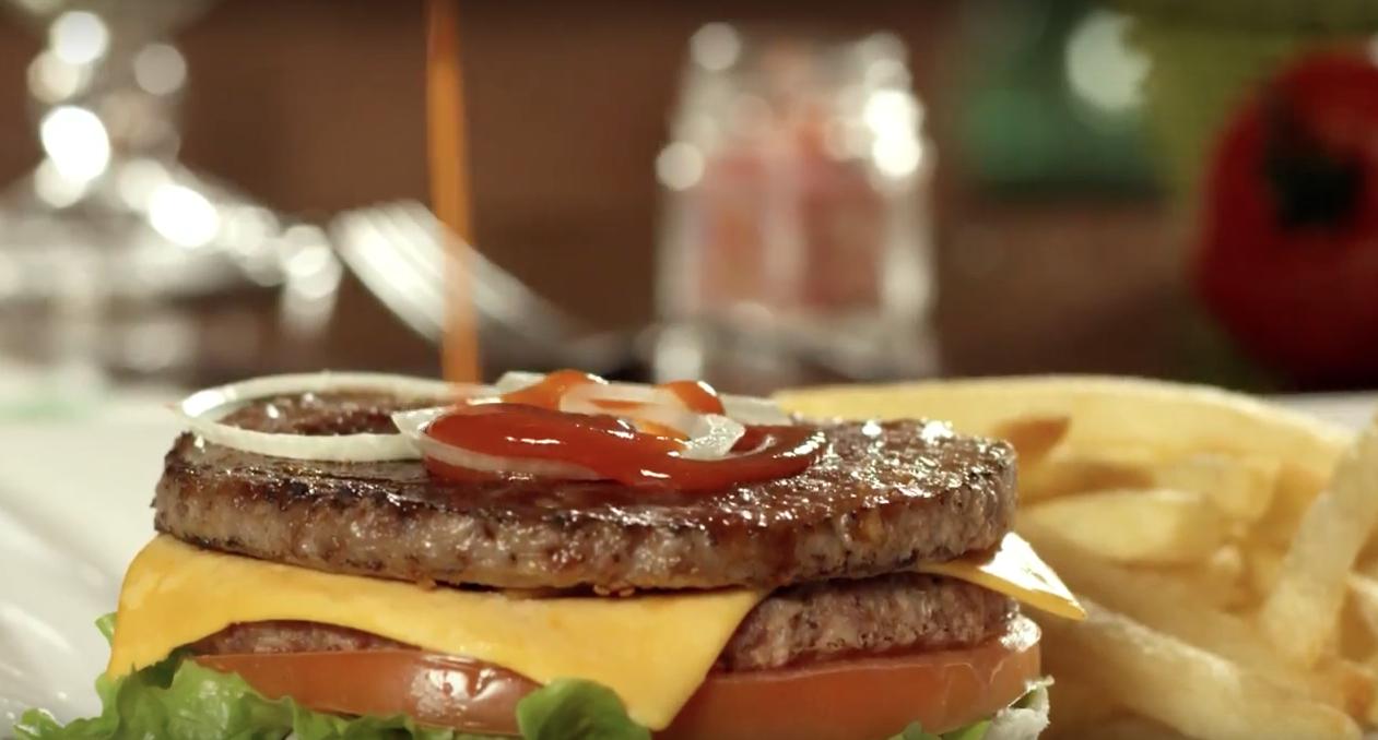 Hambúrguer é muito gostoso | Frisa